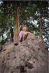 Fille crocheté sur rocher