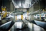 Pièces de voiture, gérés par des robots en usine automobile