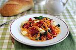 Spaghetti aux tomates cerises, mozzarella et basilic