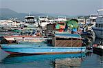 Bateaux et yachts d'ancrage de la jetée, Sai Kung, Hong Kong
