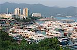 Yachts et bateaux d'amarrage de la jetée, Sai Kung, Hong Kong