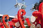 Chinesisches Neujahr-Dekorationen mit der Seilbahn auf den Hintergrund, Ocean Park, Hong Kong