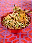 Sautierte Nudeln mit Gemüse