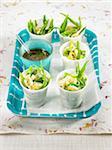 Basmati-Reis, grüne Bohnen und zerkleinerten hart gekochtes Ei-Salat, Shoyu-sauce