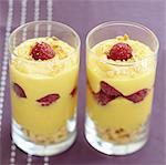 Dessert de crème de citron aux framboises