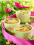 Plats individuels de brocoli et chou-fleur au fromage