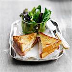 Sandwich grillé Croque-Monsieur, jambon et fromage