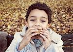Macaron manger garçon, portrait
