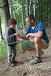 Père et fils dans les bois