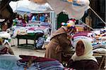 Textile vendeurs de rue, marché, Medina, Tétouan, Maroc