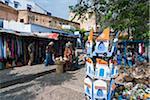 Magasins de souvenirs dans la Kasbah, Chefchaouen, Province de Chefchaouen région Tanger-Tétouan, Maroc