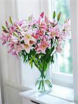 Bouquet von Blumen auf der Fensterbank