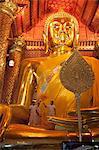 Golden Buddha, Wat Phanan Choeng, Ayutthaya, UNESCO World Heritage Site, Thailand, Southeast Asia, Asia
