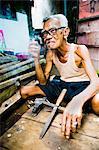 Portrait d'un homme indonésien charpentier à Taman Sari, château d'eau, Yogyakarta, Java Central, Indonésie, Asie du sud-est, Asie