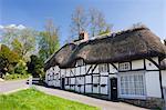 Chaumières dans le village de Wherwell, Hampshire, Angleterre, Royaume-Uni, Europe