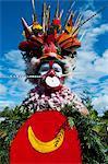 Multicolore habillé et visage peint femme célébrant la traditionnelle Sing Sing dans les hautes terres de Papouasie Nouvelle Guinée, Mélanésie