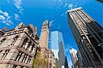 Ancien hôtel de ville contrastant avec les gratte-ciel modernes, Toronto, Ontario, Canada, Amérique du Nord