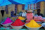 Poudres pour la vente, de la couleur Channapatna village, Mysore, Karnataka, Inde, Asie