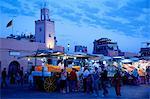 Marktstände in der Abenddämmerung Platz Jemaa El Fna, Marrakesch, Marokko, Nordafrika, Afrika