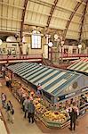 Stände in der Markthalle, Derby, Derbyshire, England, Vereinigtes Königreich, Europa
