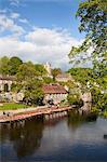 Bateaux à rames sur le DNID de rivière à Knaresborough, North Yorkshire, Yorkshire, Angleterre, Royaume-Uni, Europe