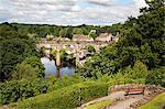 Castle Grounds Sicht sucht in Richtung Knaresborough Viadukt und wichtige Fluss, Knaresborough, North Yorkshire, Yorkshire, England, Vereinigtes Königreich, Europa