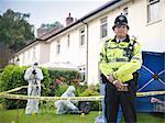 Polizist Bewachung forensische Tatort