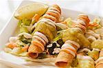 Fried Taquitos auf Salat
