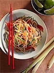 Salade de nouilles thaïlandaises aux arachides et citronnelle