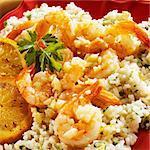 Knoblauch sautierten Garnelen auf Orange infundiert Reis