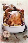 Rôti de poulet aux citrons, l'ail et du romarin