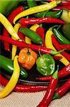 Décrivez image de chilli pepper nature morte très coloré un varié
