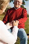 Femme Holding main, Lampertheim, Hesse, Allemagne homme