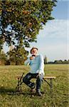 Homme boire de vin, Lampertheim, Hesse, Allemagne