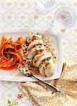 Poulet sur le riz avec salade de carottes