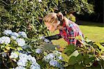 Fleurs de taille femme au jardin