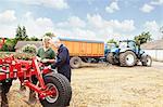 Réglage des machines dans le domaine des agriculteurs