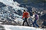 Mutter und Tochter am Gletscher Wandern
