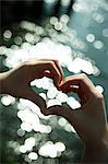 Herzform mit Händen, Liebe Frau Nahaufnahme