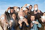 Groupe de personnes qui prennent des photographies