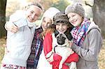 Mädchen unter Selbstportrait mit Hund