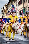 Trommler in Marching Band, Scoppio del Carro, Explosion der Cart-Festival, Ostersonntag, Florenz, Provinz Florenz, Toskana, Italien