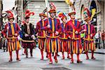 Hommes en Costumes traditionnels, Scoppio del Carro, Explosion de la Cart Festival, dimanche de Pâques, Florence, Province de Florence, Toscane, Italie