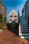 Historique bardeau Maison pêcheur drapée avec drapeau américain, Provincetown, Cape Cod, Massachusetts, USA