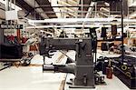 Machine à coudre dans l'usine de vêtements