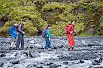 Familie Wandern Rocky River zusammen