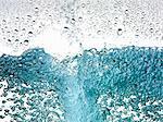 Nahaufnahme von Blasen im Wasser