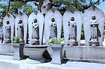 Statues de Jizo au cimetière bouddhiste japonais