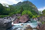 Cours d'eau, des roches et des montagnes à Itoigawa Geopark, préfecture de Niigata