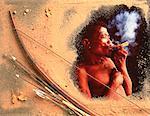 Collage de Bushman tenant le tuyau et l'arc et flèches Xade vallée, Botswana